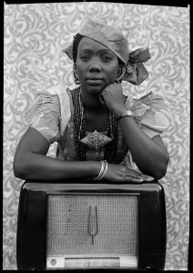 Seydou Keïta, Untitled, 1956-57, gelatin silver print. Courtesy of the Contemporary African Art Collection (CAAC), Collection Jean Pigozzi, Geneva, Inv# MA/KE.046.D, © Seydou Keïta / SKPEAC