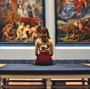 Woman at Art Gallery (provided by Pixabay)