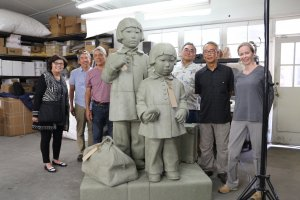 Members of the Tanforan Assembly Center Memorial Committee and artist Sandra Shaw posing with the clay model of the Tanforan Memorial at the American Fine Arts Foundry in Burbank, CA, 2018. Source: Valentina Rozas-Krause