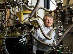 Klaus von Klitzing, Nobel Laureate in the cryostat lab
